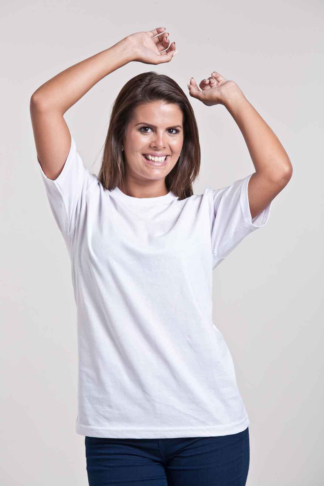 Mulher vestindo camiseta B3