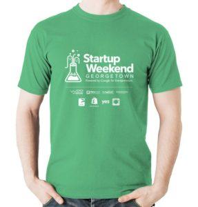 modelo exibe camiseta personalizada para evento
