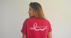 Modelo de camiseta da Disque Camisetas para o outubro rosa