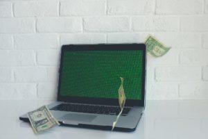 Ao começar a vender online, é importante investir num bom site para a empresa.