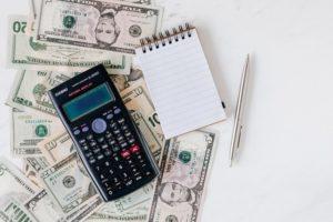 Para que fique mais fácil de calcular a margem de lucro, você pode contar com a ajuda de uma calculadora.