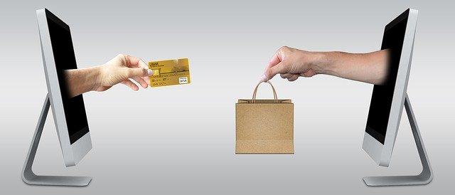 O CRM gratuito te ajuda a acompanhar o cliente durante a jornada de compra.