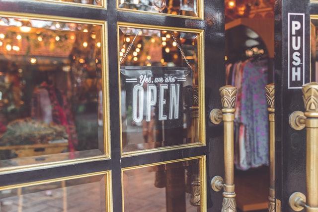 Abra as portas de seu negócio e seja um empreendedor.