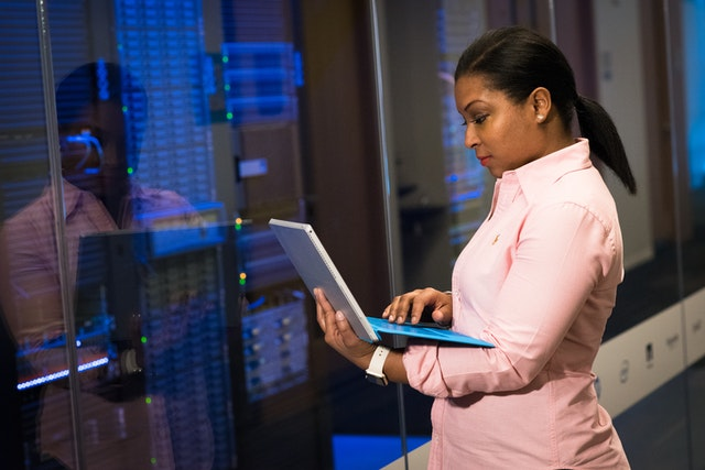 Para gerenciar a produção em massa você pode usar um software de gestão.