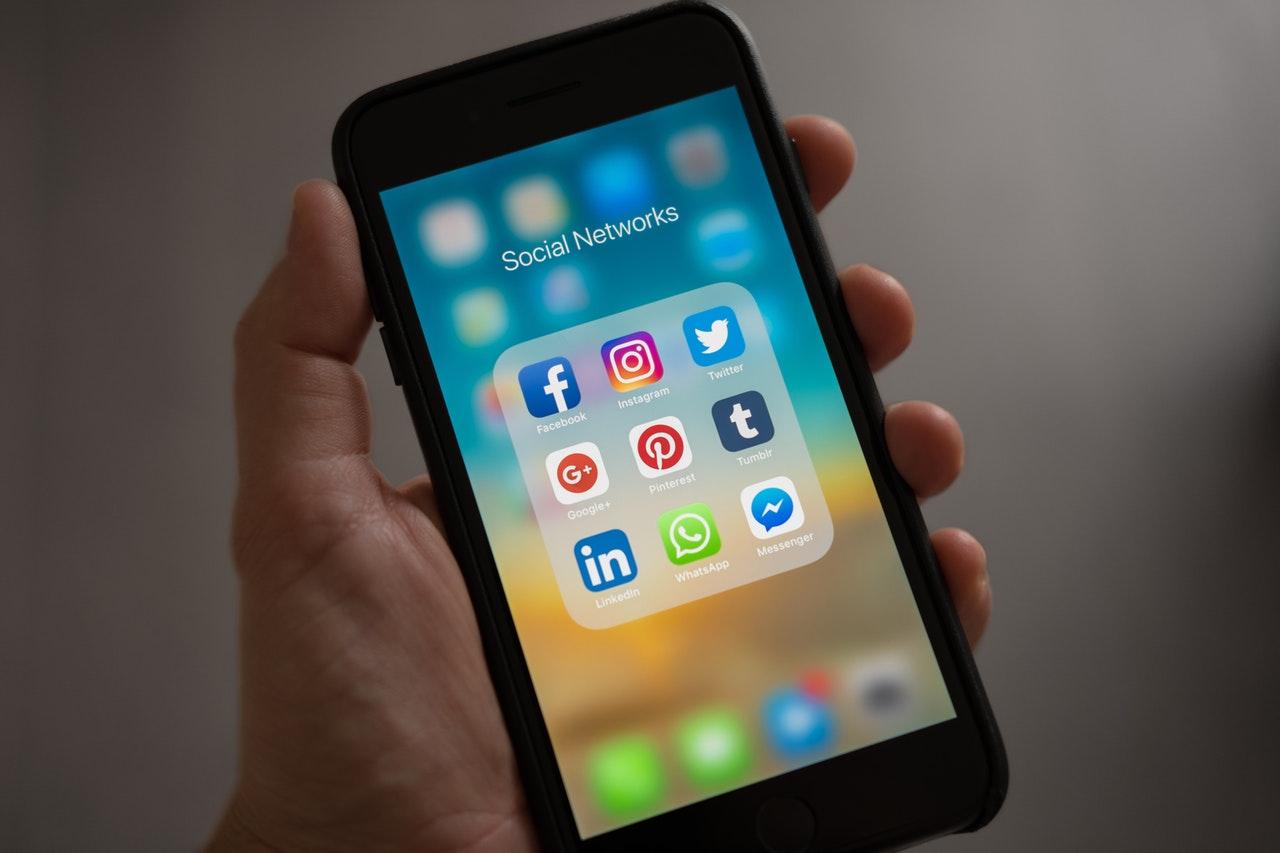 Defina como fazer a gestão de mídias sociais antes de começar a agir de modo impulsivo.