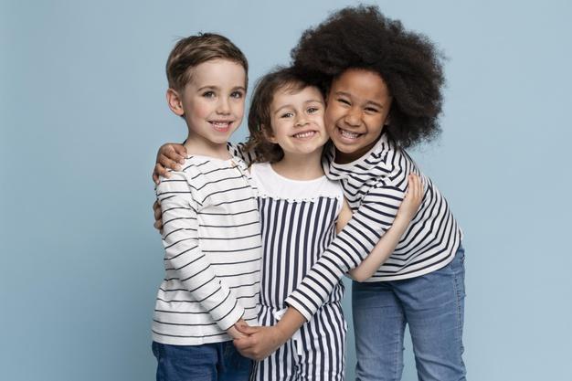 camiseta infantil minimalista